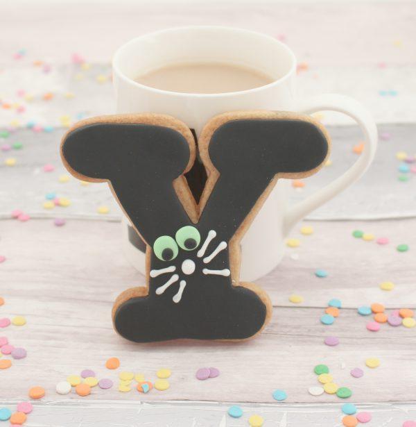 personalised black cat letter cookies